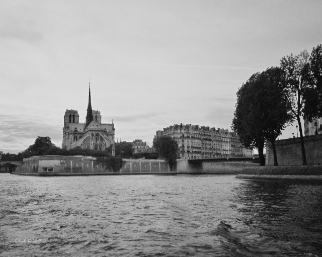 NotreDame de Paris ckatt 2006-1A.jpg